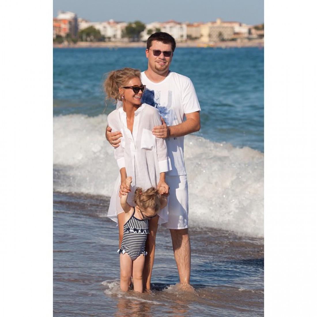 Кристина Асмус с мужем и доченькой Настей