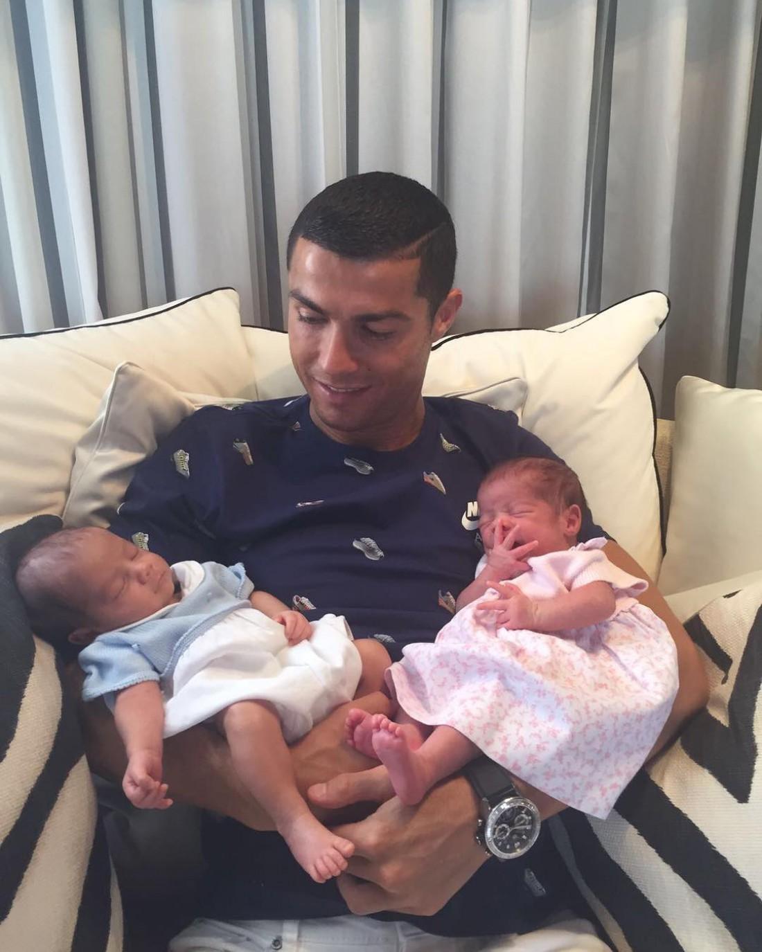 У Роналду родились близнецы