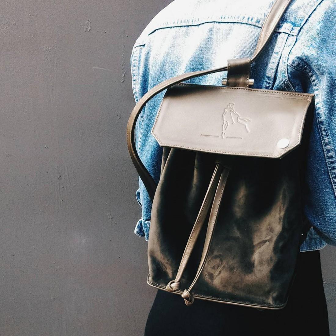Болотный рюкзак с девушкой