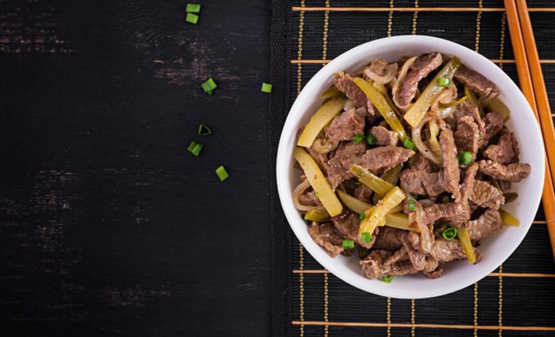 Легкие салаты на Новый год: Салат из говядины по-корейски