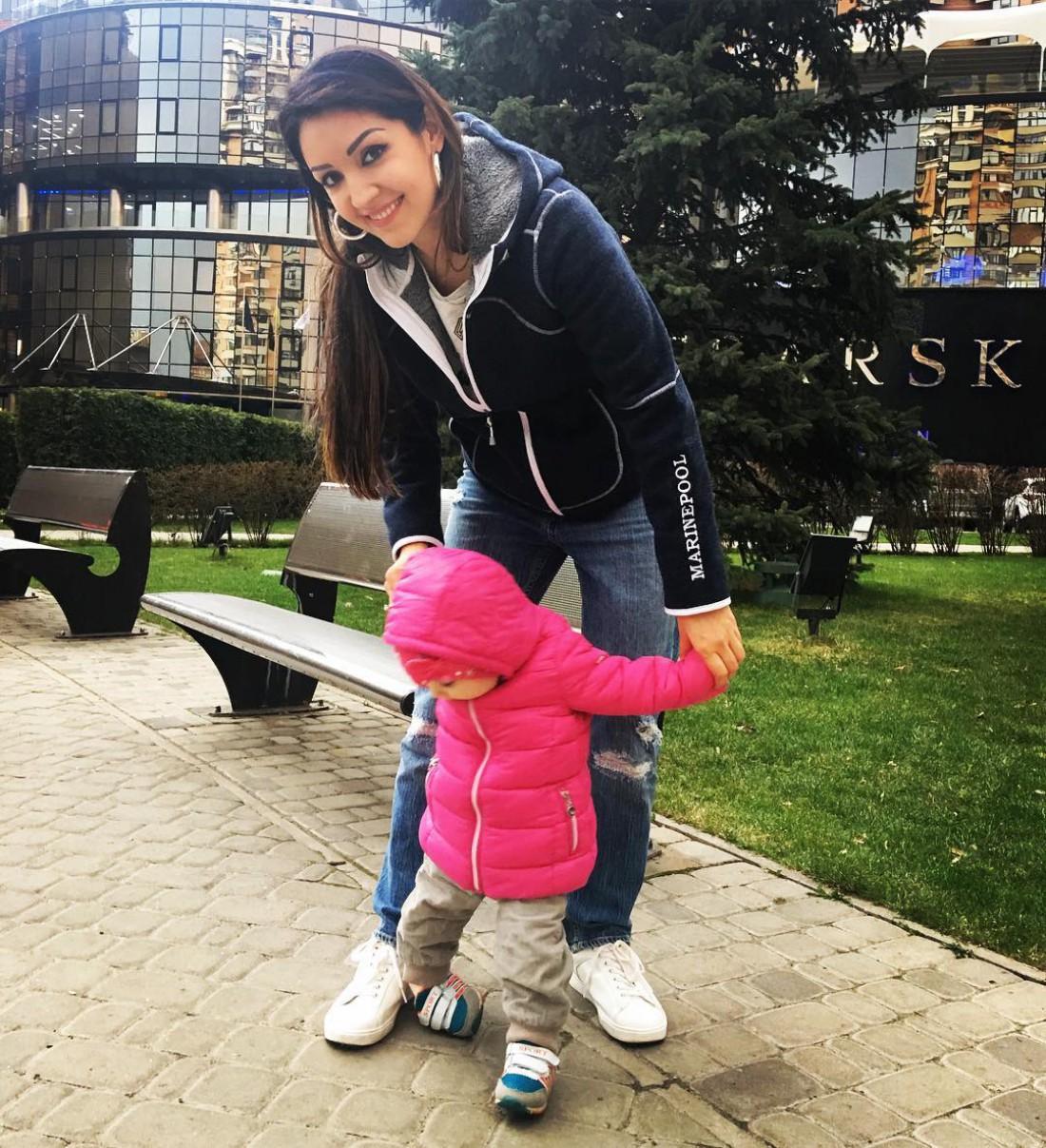 Ангелина Завальская с дочкой