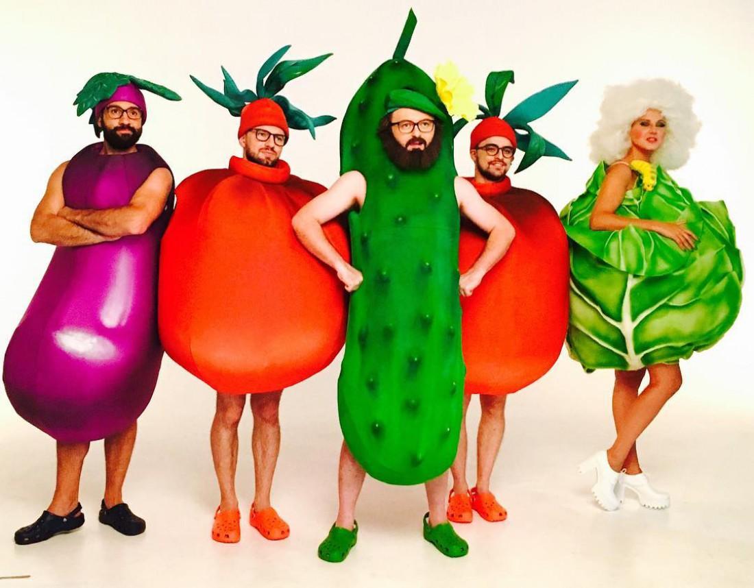 В новом клипе группа DZIDZIO появится в костюмах овощей