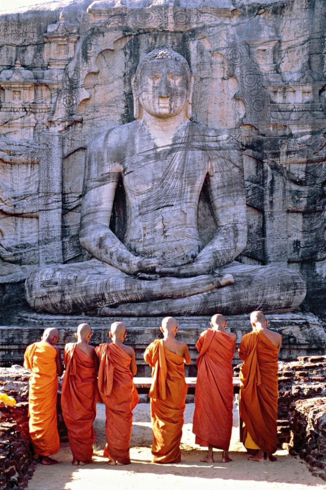 Статую Будды в Полоннаруве