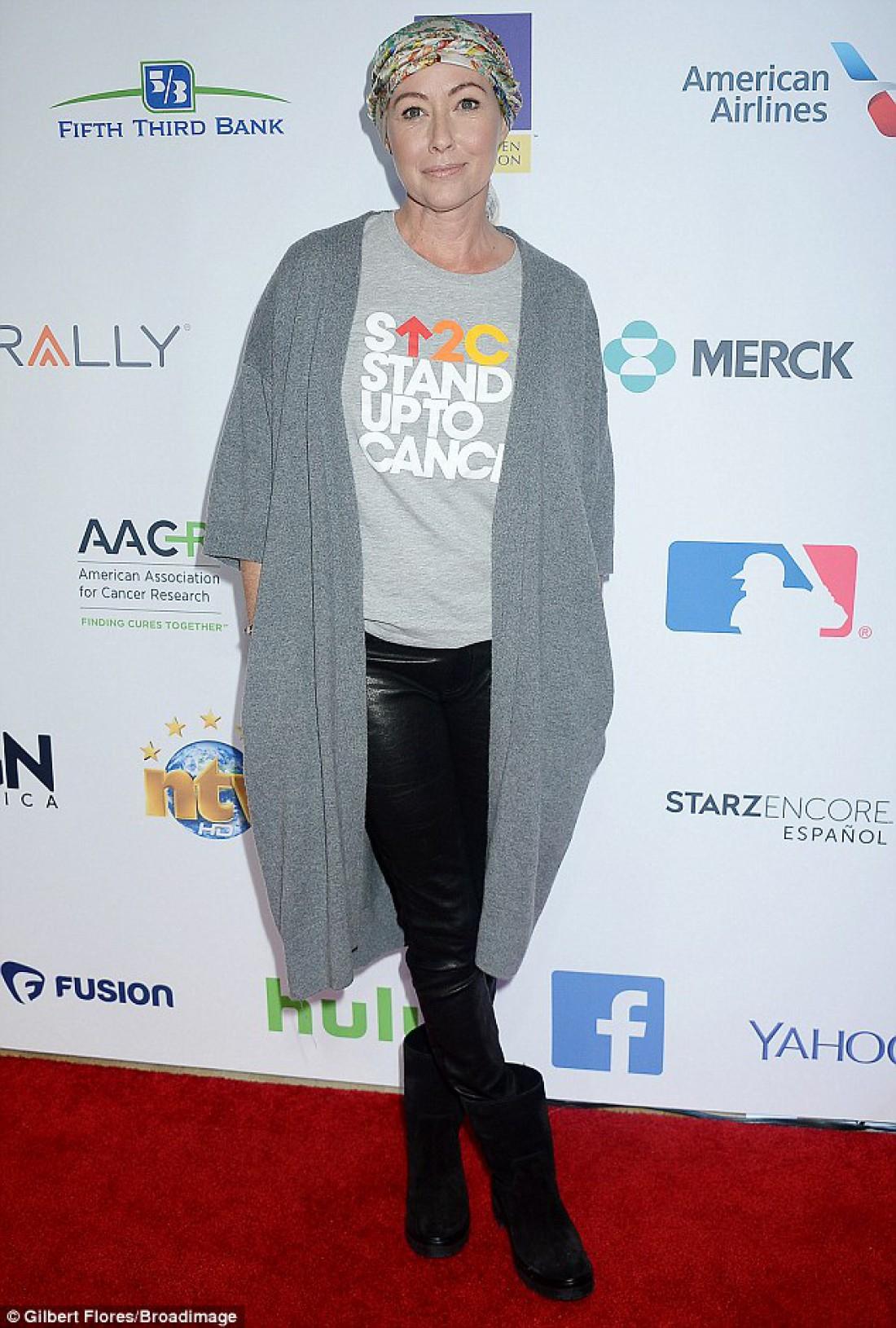 Шеннен Доэрти на красной дорожке Stand Up To Cancer