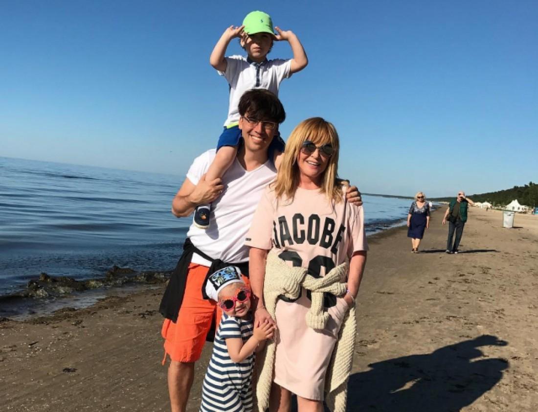 Максим Галкин и Алла Пугачева с детьми в Юрмале
