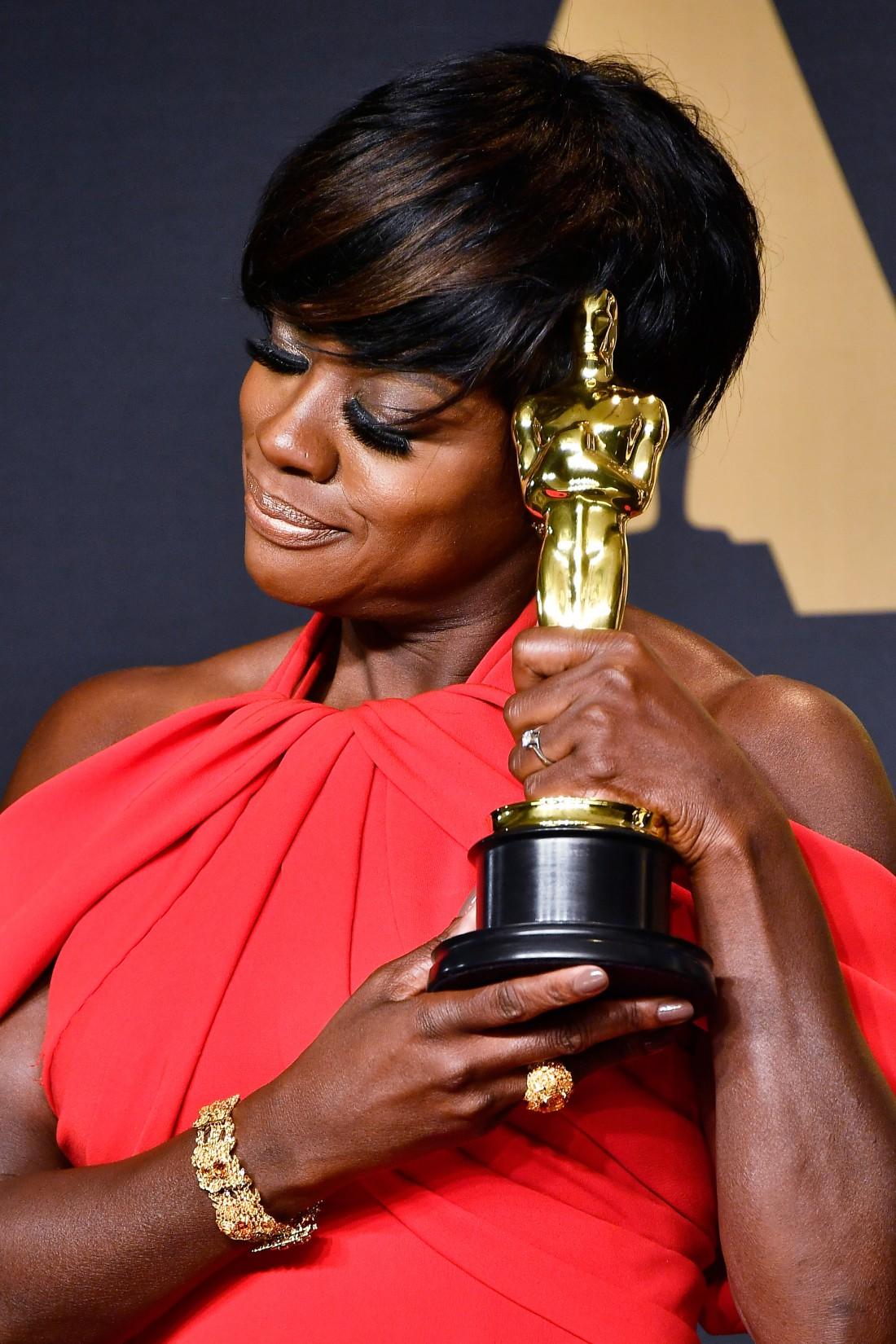 51-летняя актриса получила свой первый Оскар за роль в фильме Ограды