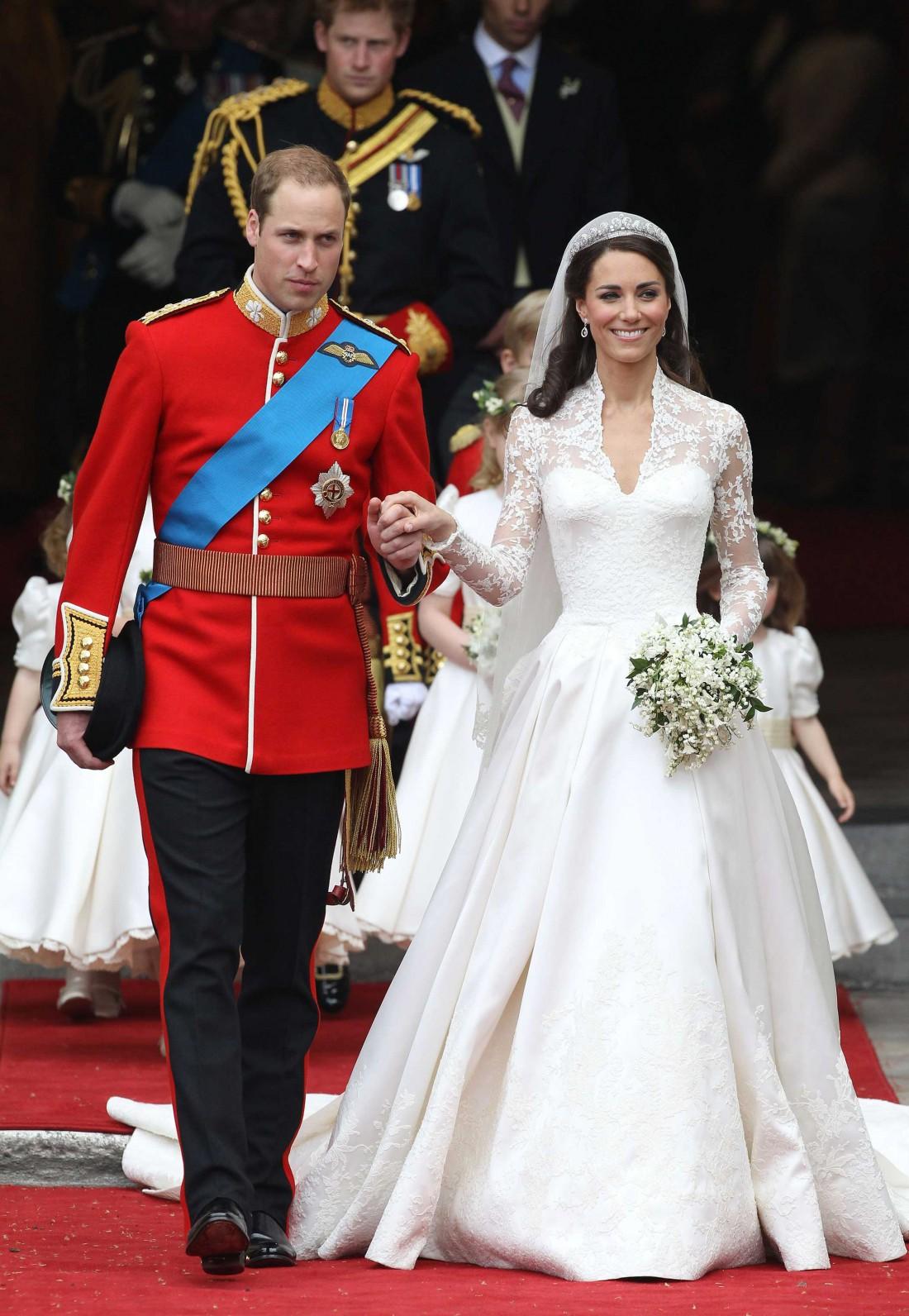 Пренадлежит ли платье Alexander McQueen?