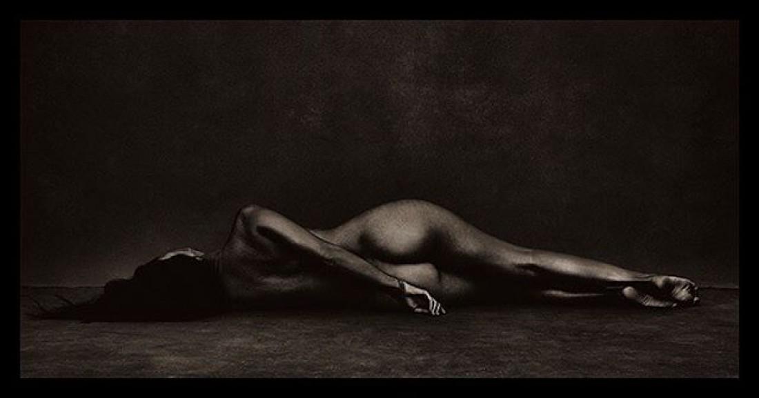 Кортни Кардашян похвасталась фигурой на страницах Vanity Fair
