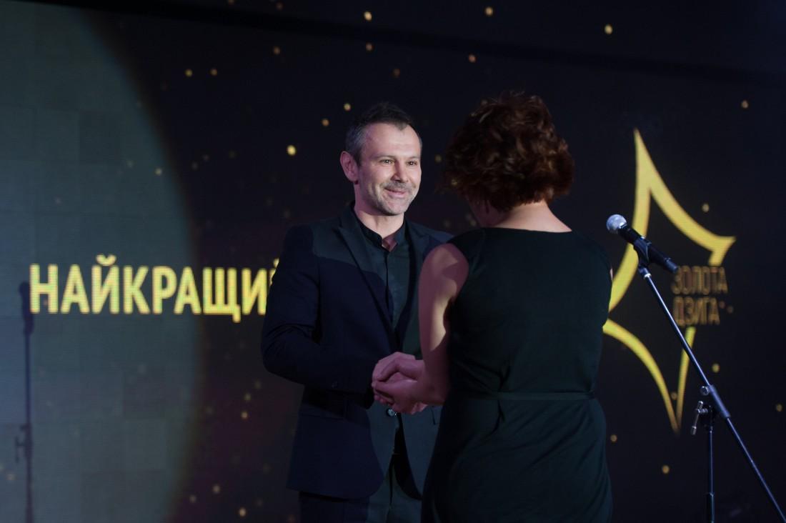 Святослав Вакарчук вручает Золоту Дзигу Алле Загайкевич