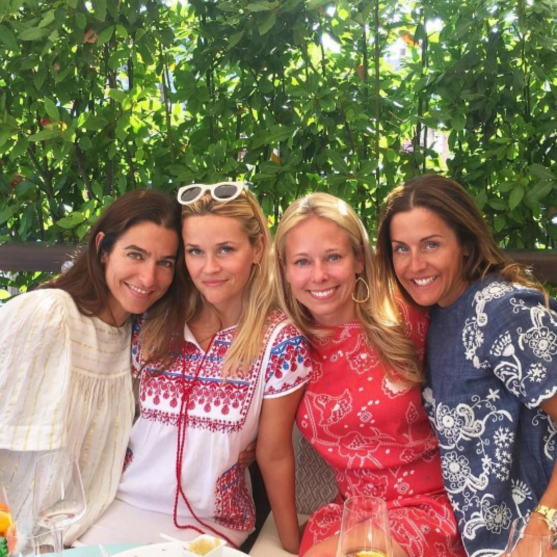 Риз Уизерспун и ее подруги в вышиванках