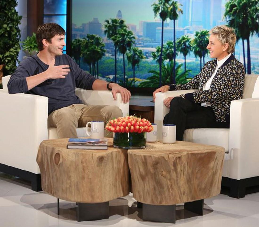 Эллен и Эштон во время эфира программы