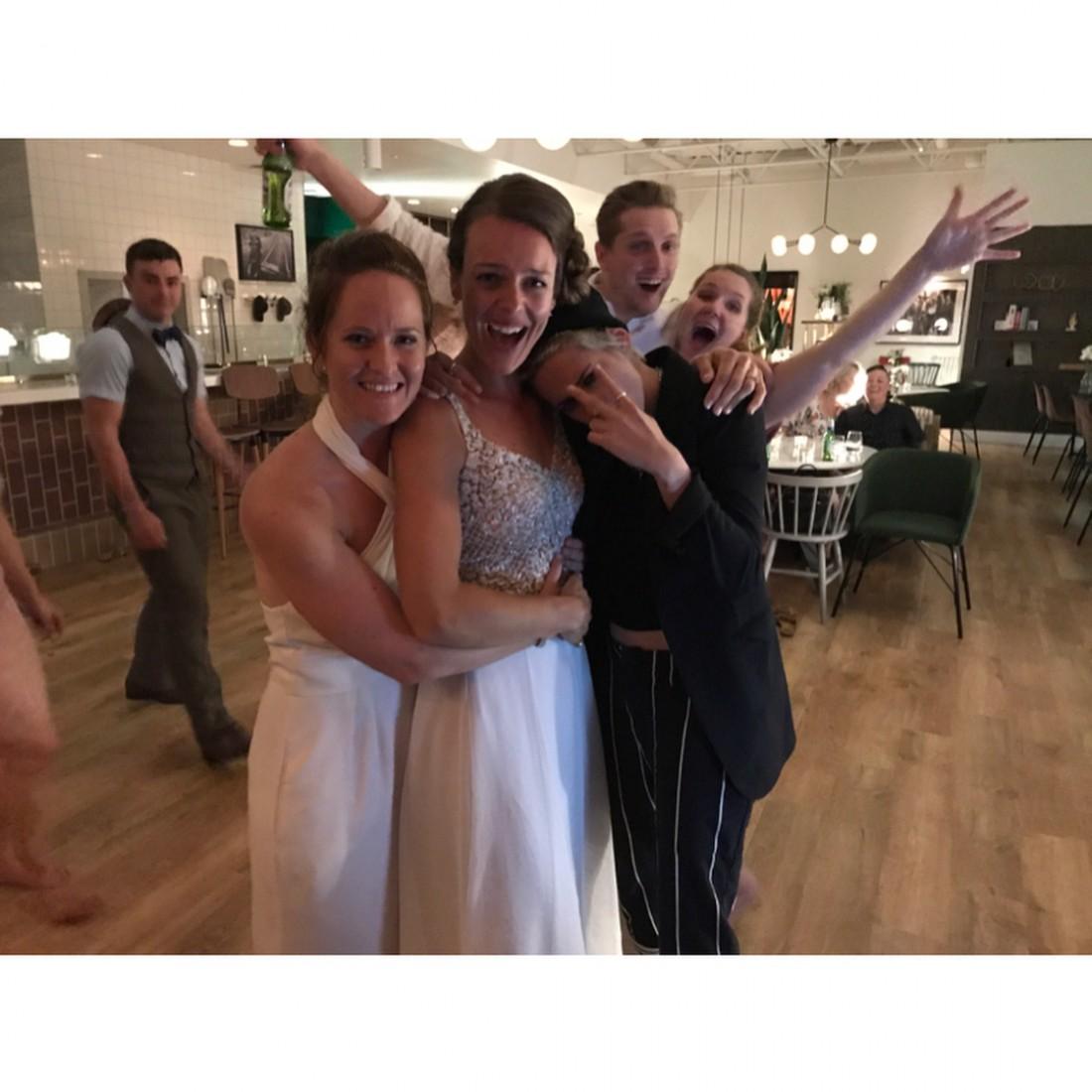 Кристен Стюарт на свадьбе в Канаде