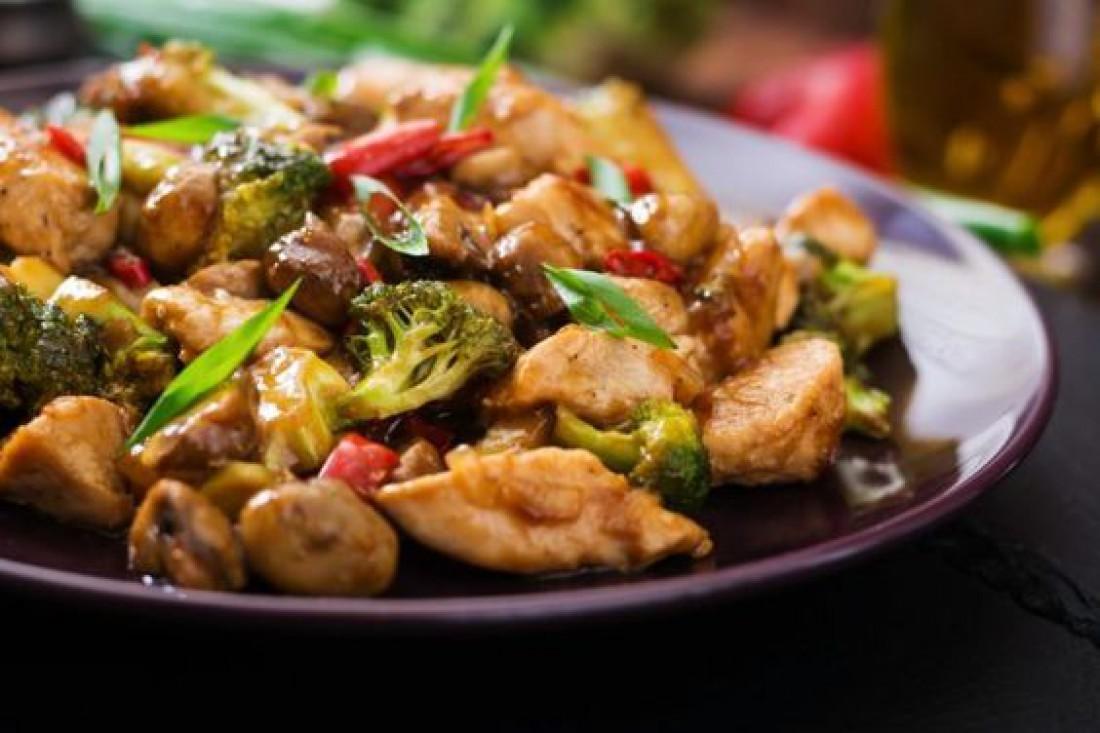 Что приготовить на обед: Жаркое из курицы, картофеля и брокколи