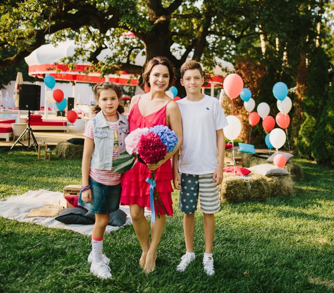 Лилия Подкопаева с детьми – дочерью Каролиной и сыном Вадимом