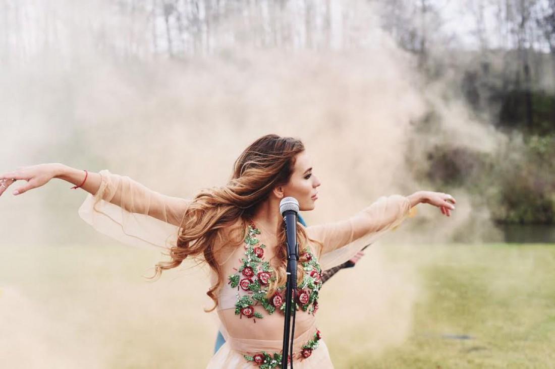 Регина Тодоренко объявила дату выхода дебютного альбома
