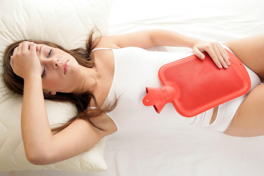 На язву указывают боли в области желудка, возникающие натощак