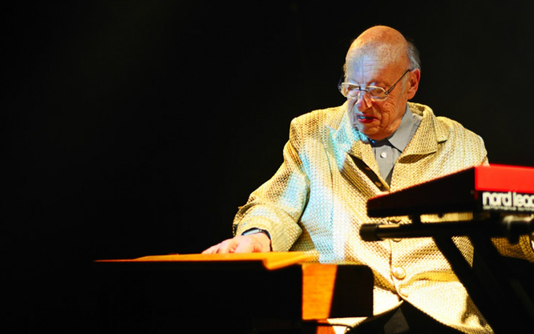 Ушел изжизни автор Жан-Жак Перре