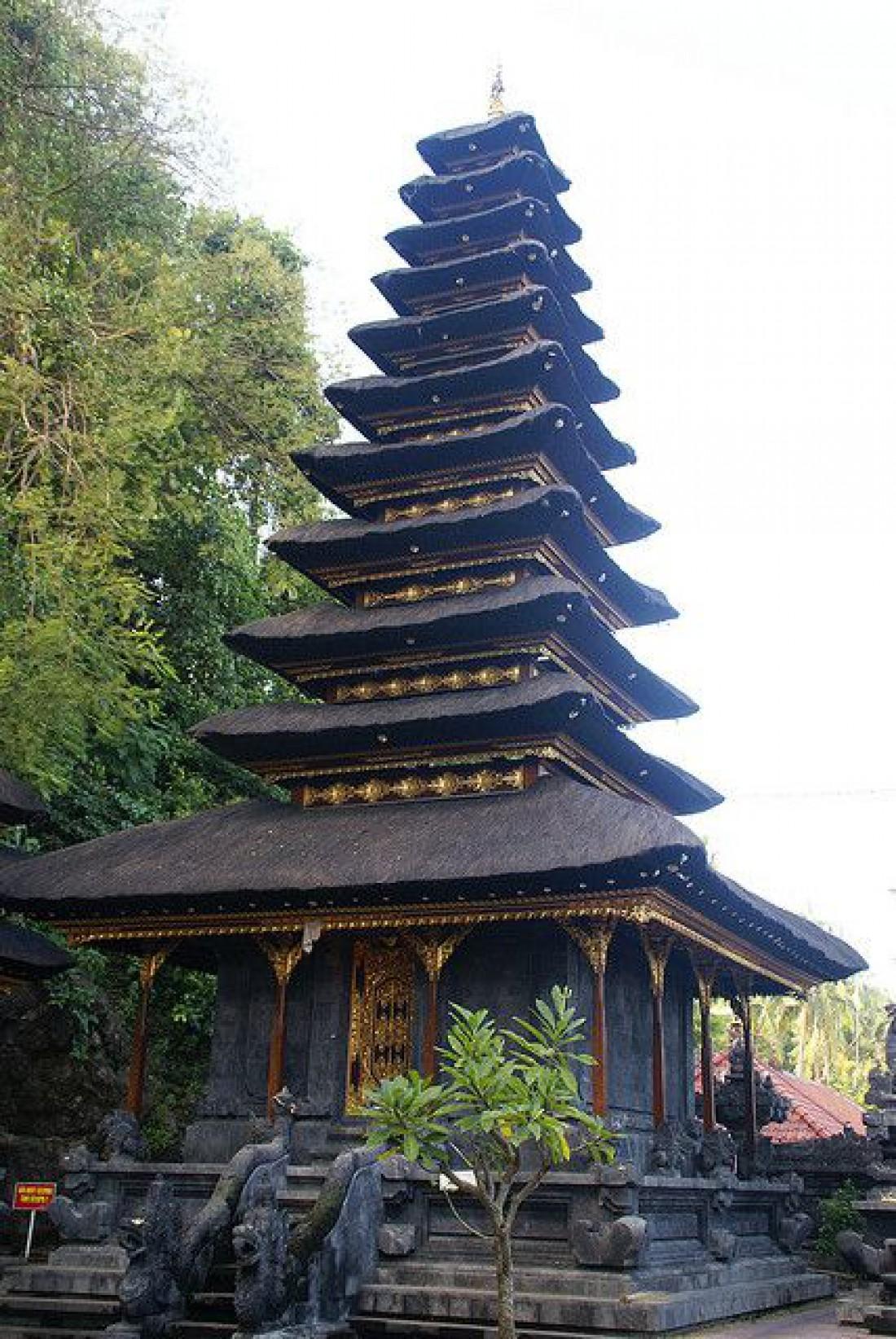 Храм Гоа Лавах, где находится пещера летучих мышей