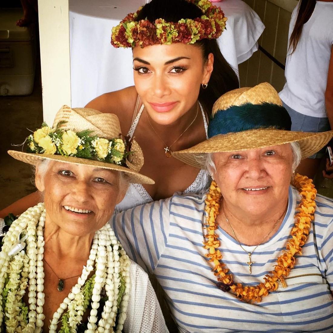 Николь со своими бабушками
