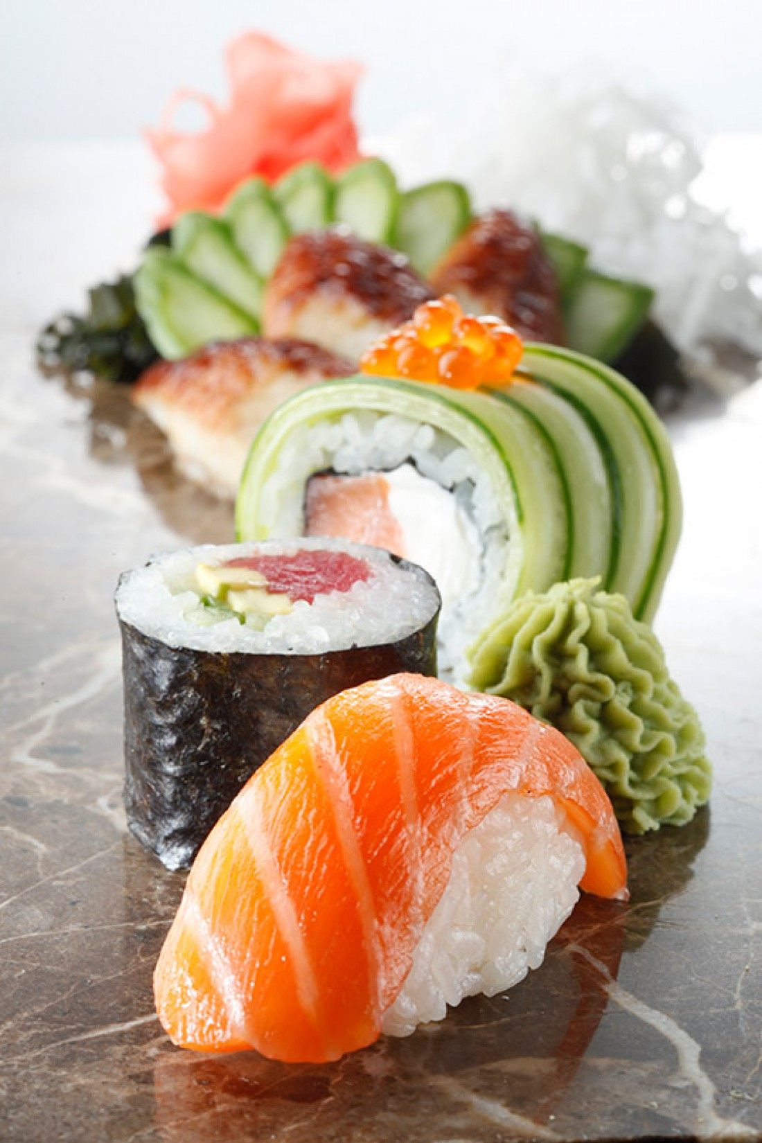 Роллы и суши в ресторане Сушия