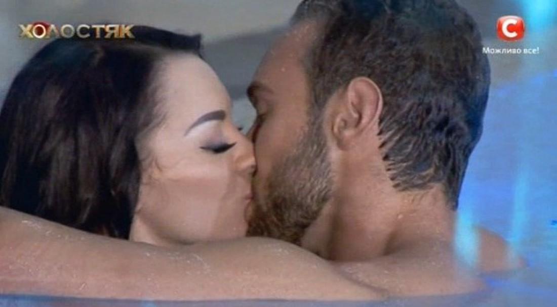 Иракли и Наташа долго целовались в бассейне