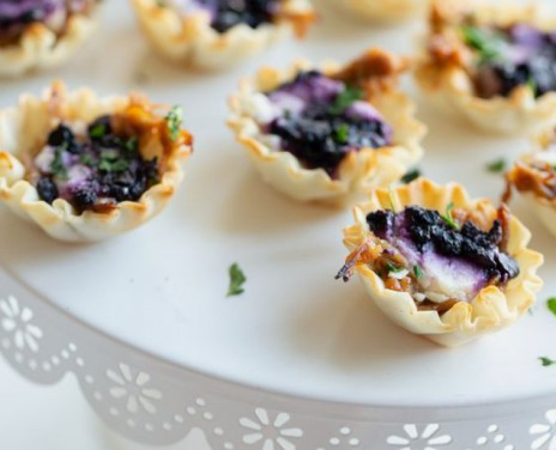 Закуски на Новый год 2021: Горячая закуска с сыром камамбер