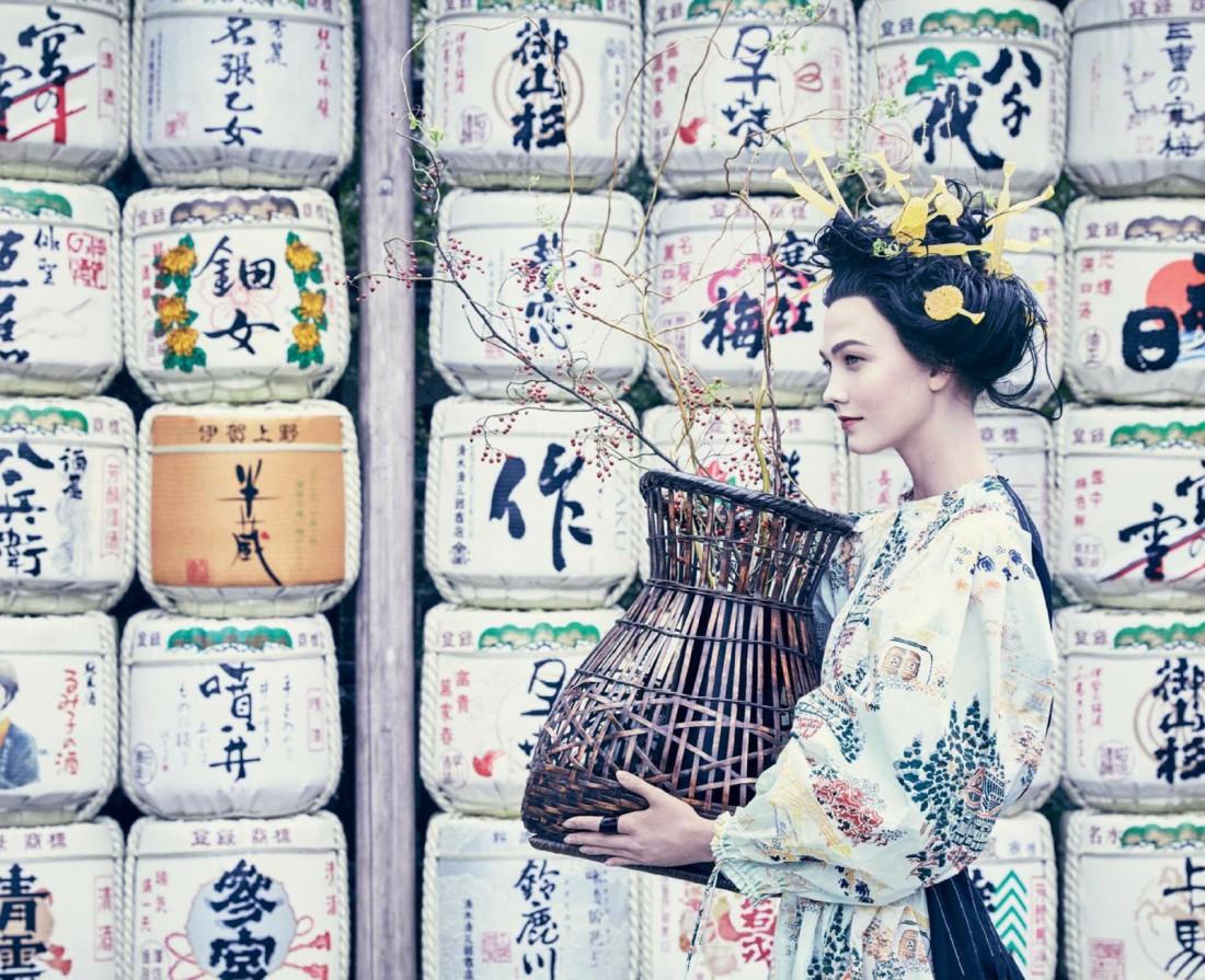 Карли Клосс в образе гейши для американского Vogue