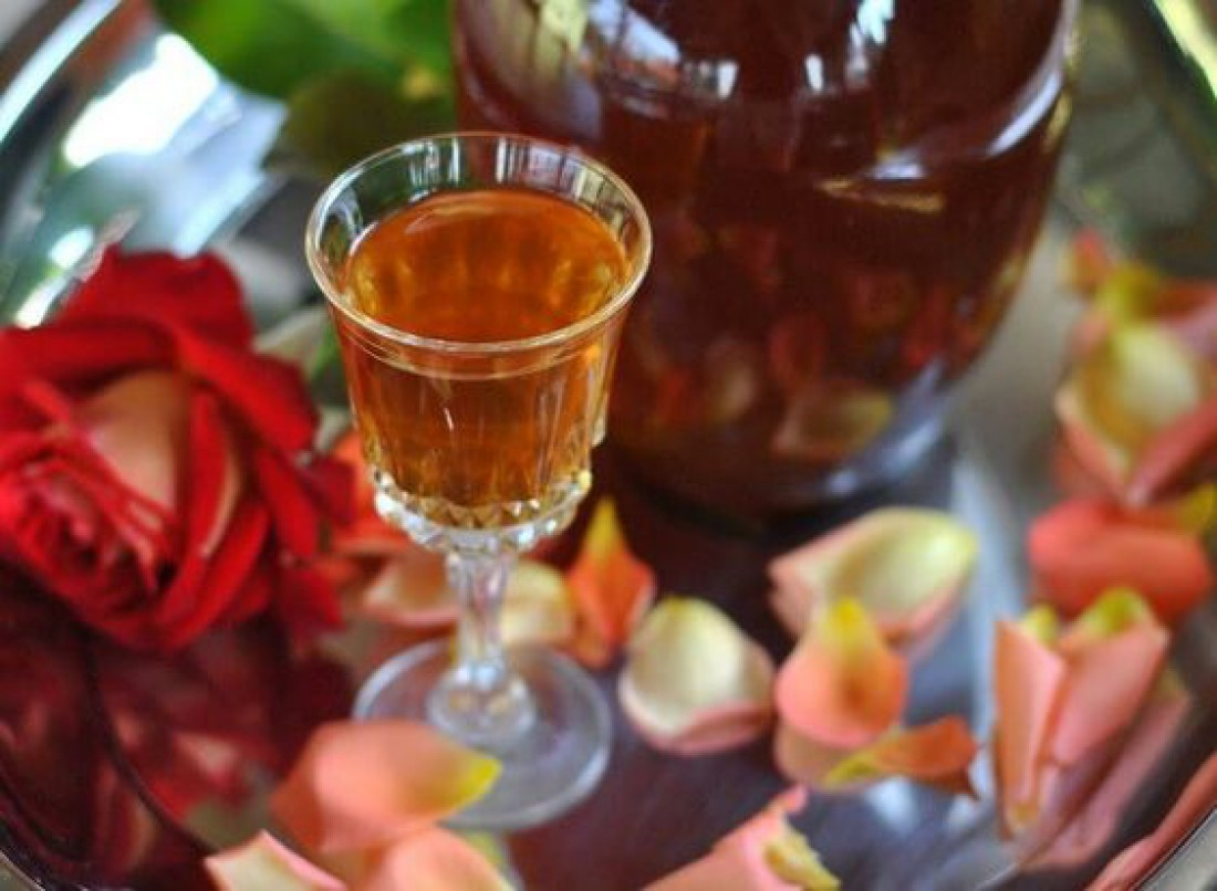 Что приготовить из розы: Ликер из лепестков розы