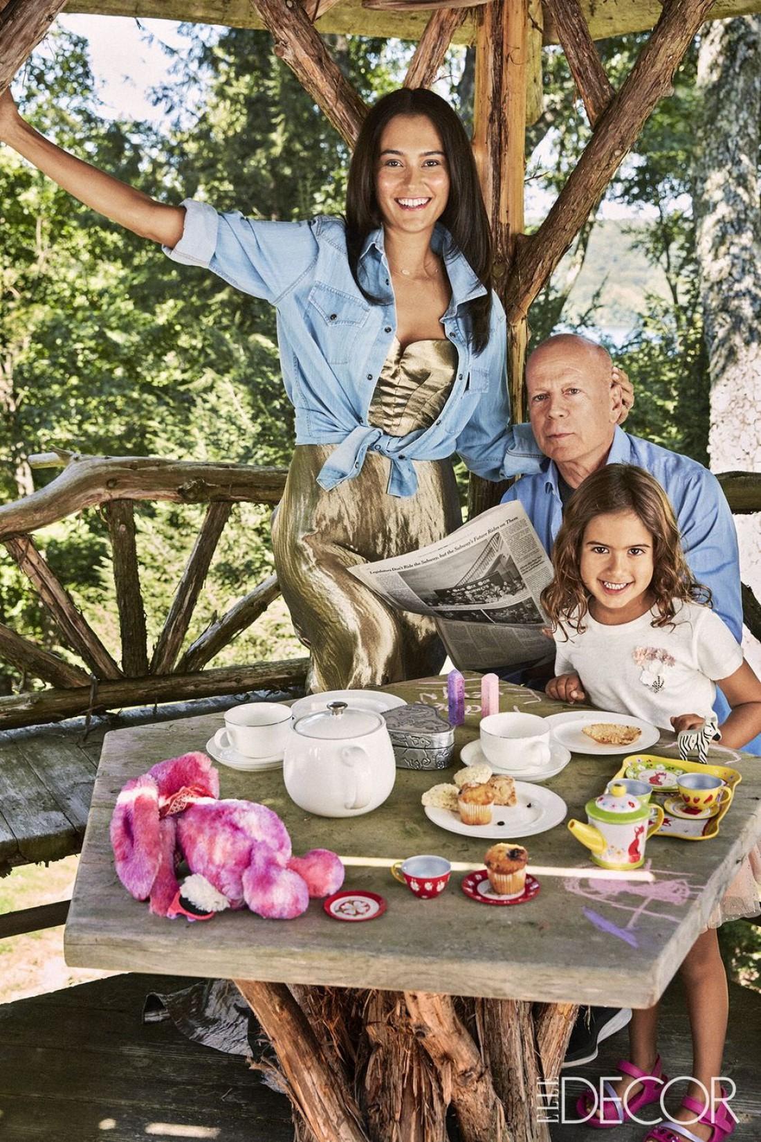 Брюс Уиллис с семьей