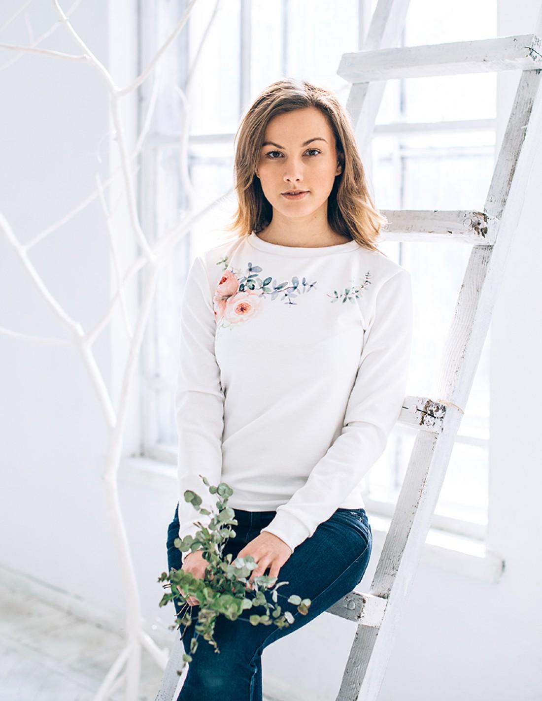 Свитшот с цветочным принтом от FamilyFabric