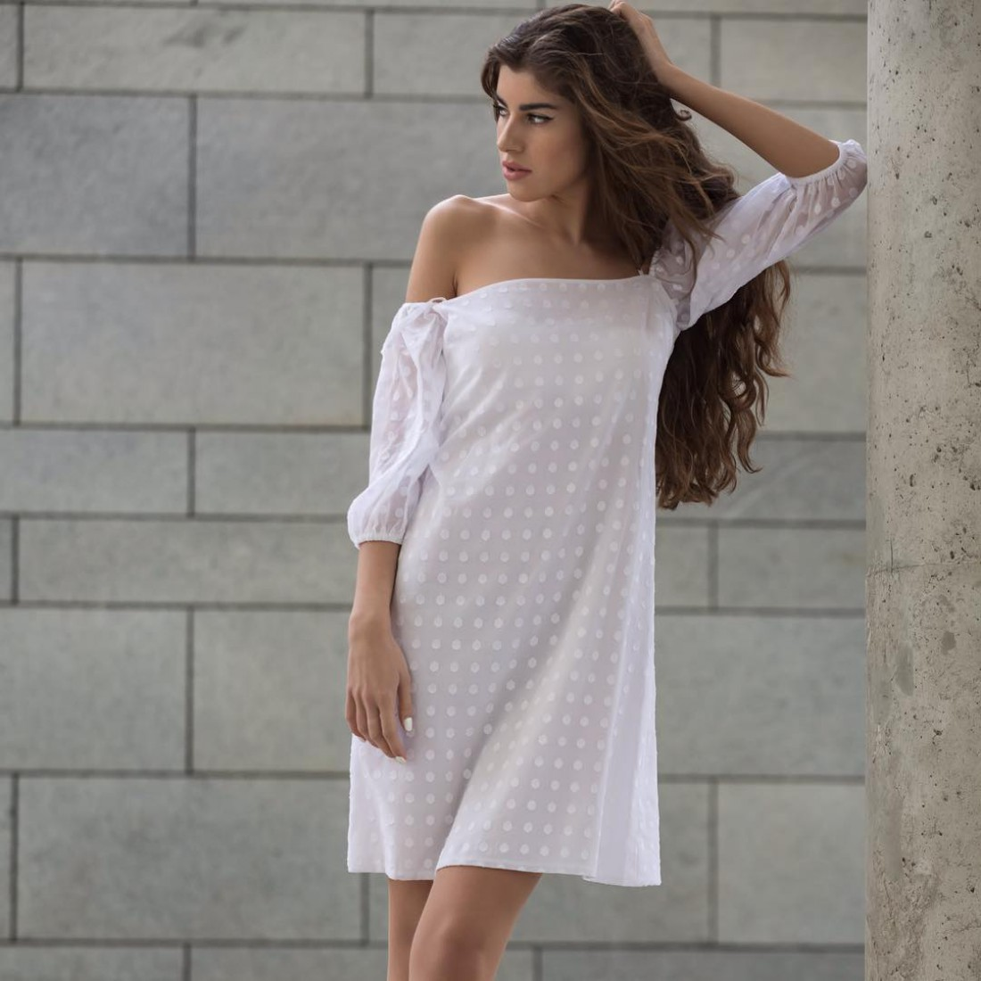 Платье со спущенными плечами от Julia Pomoshko