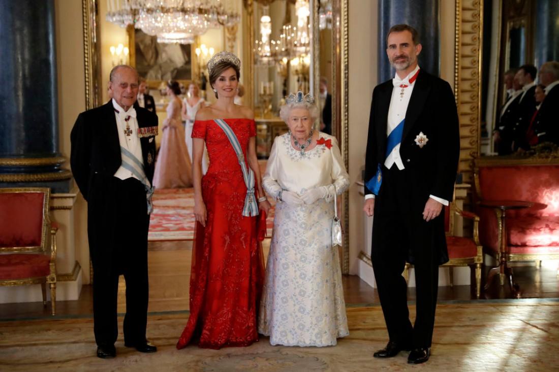 Королева Летиция и Елизавета II показали свои восхитительные наряды