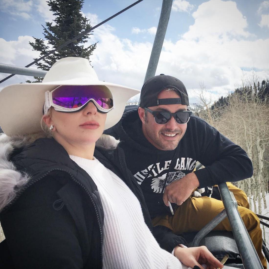 Lady Gaga и Тейлор Кинни отправились в романтический отпуск в горы