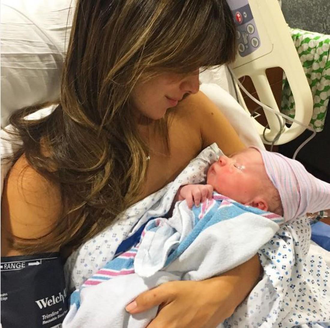 Хилари Болдуин с новорожденным сыном Леонардо
