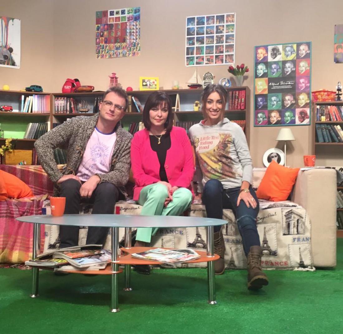 Елена Рыхальская (по центру) в эфире программы Пробуддись