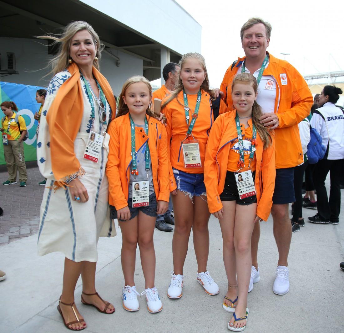 Королева Нидерландов Максима с семьей