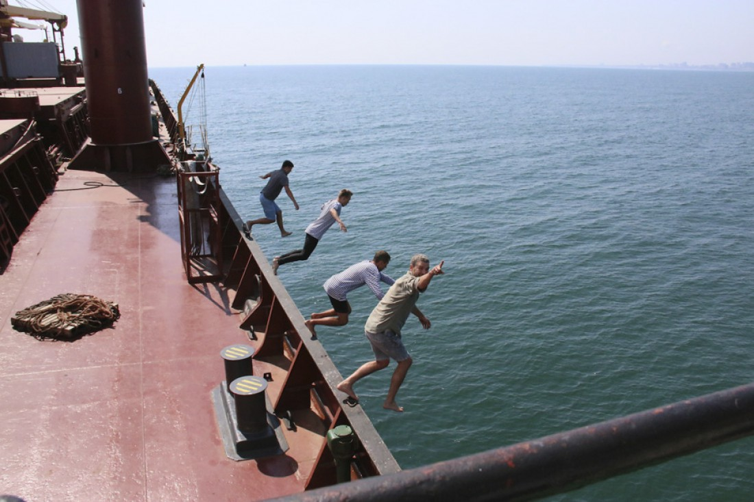 Арсен Мирзоян и музыканты прыгнули в воду