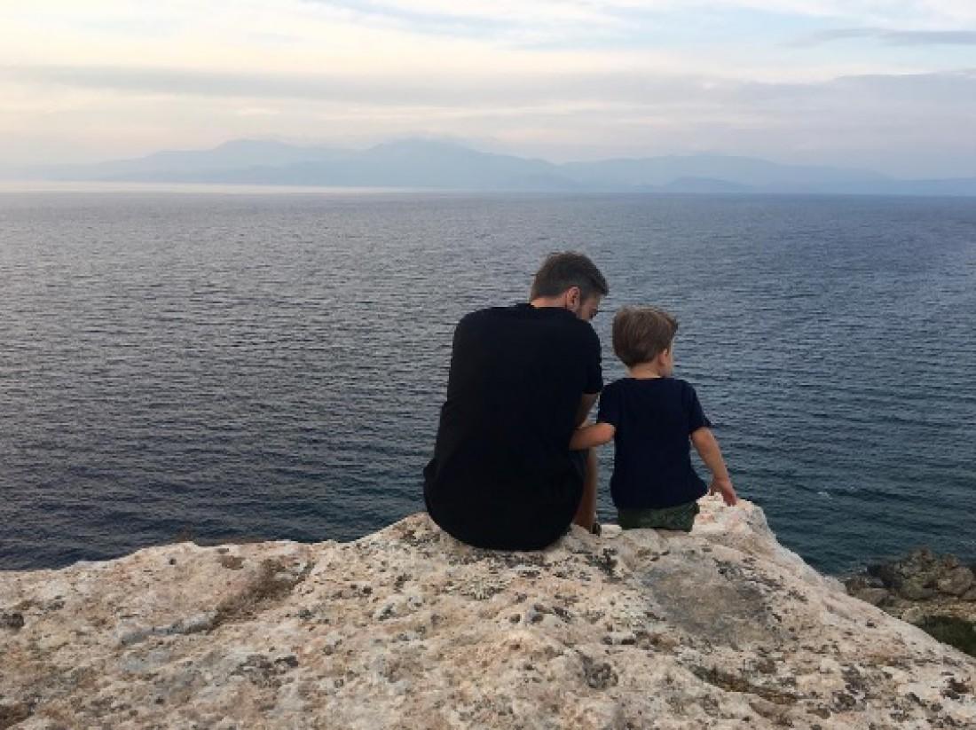 Дмитрий и Платон любуются видом