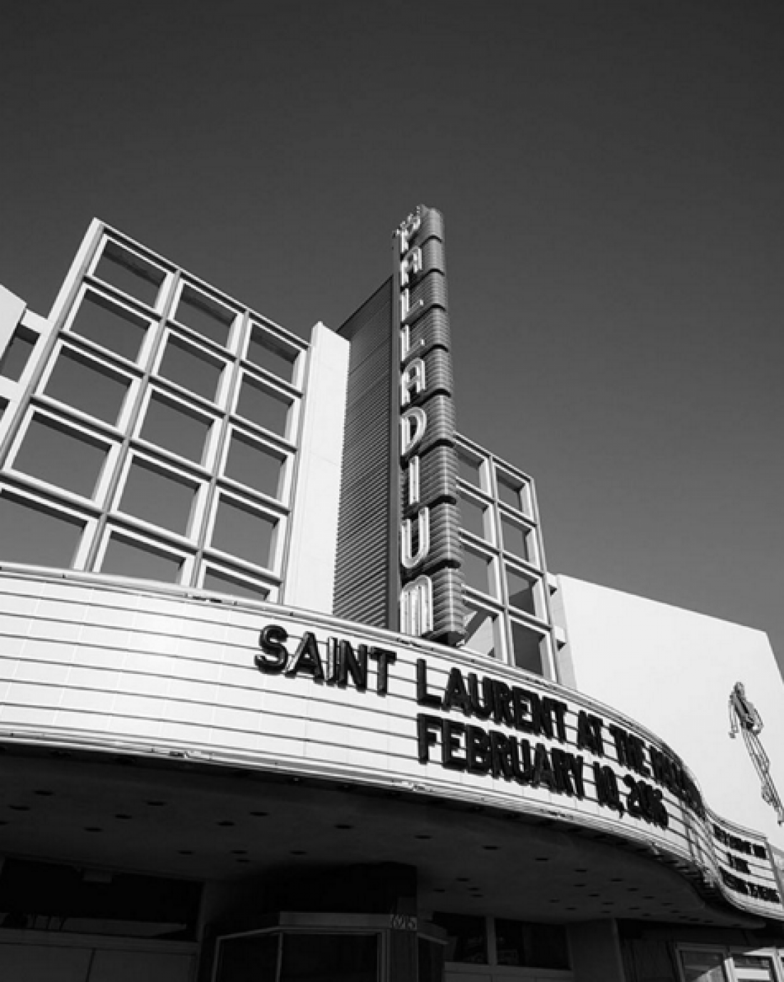 Saint Laurent теперь и в Instagram