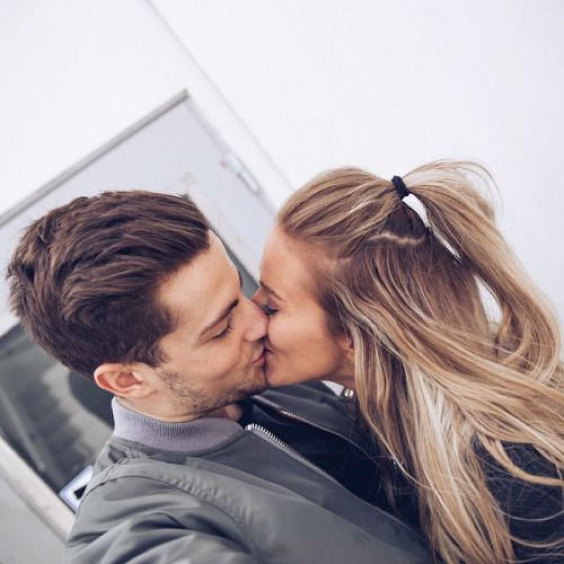 Куди цілувати чоловіка