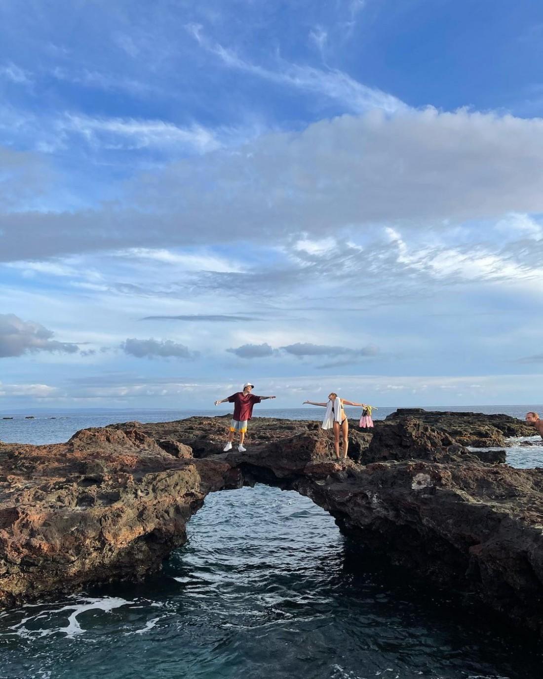 Джастин и Хейли Бибер похвастались отдыхом на пляже на Гавайях
