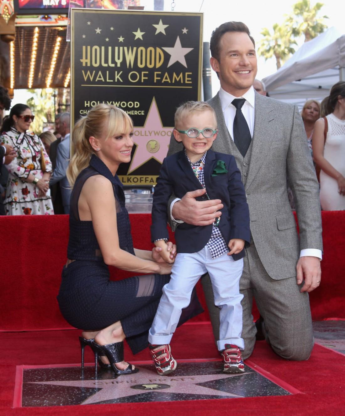 Крис Прэтт и Анна Фэрис с сыном