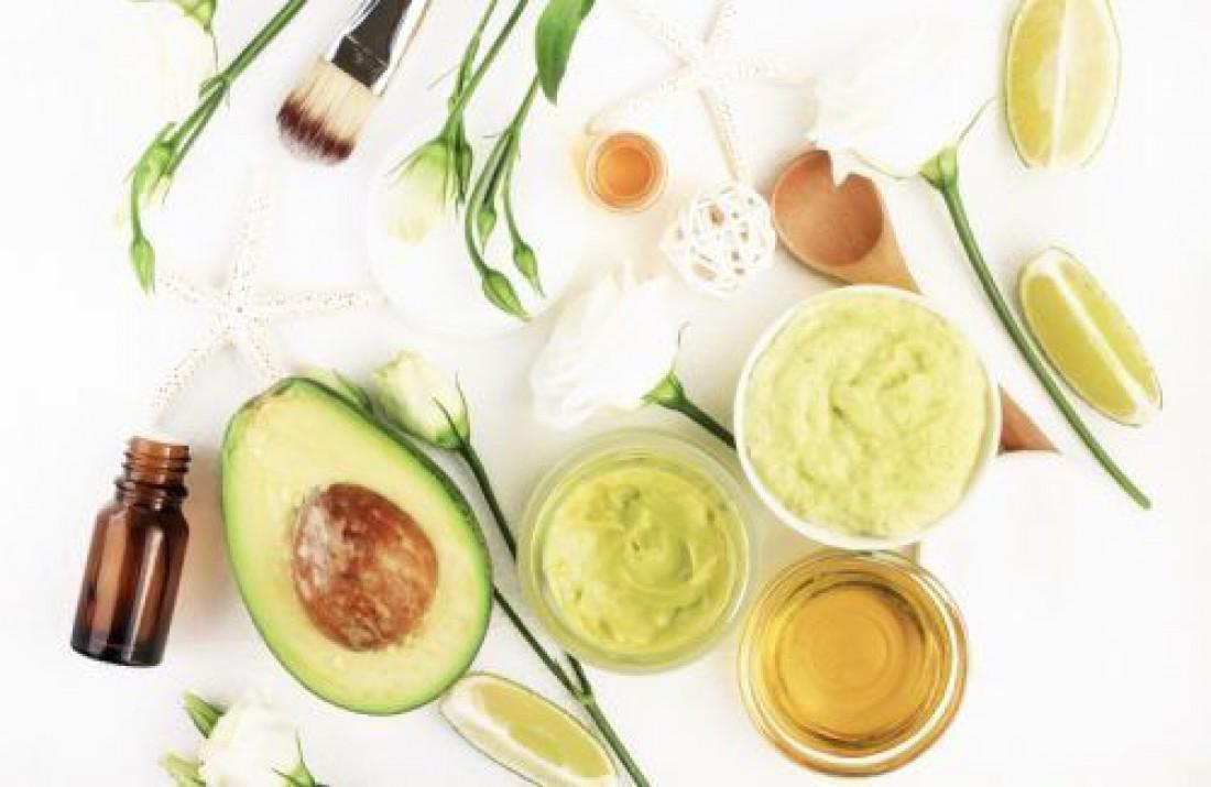 Маска для лица с авокадо, лимоном и яйцом