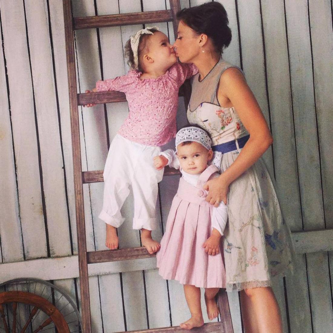 Ірена карпа з дітьми