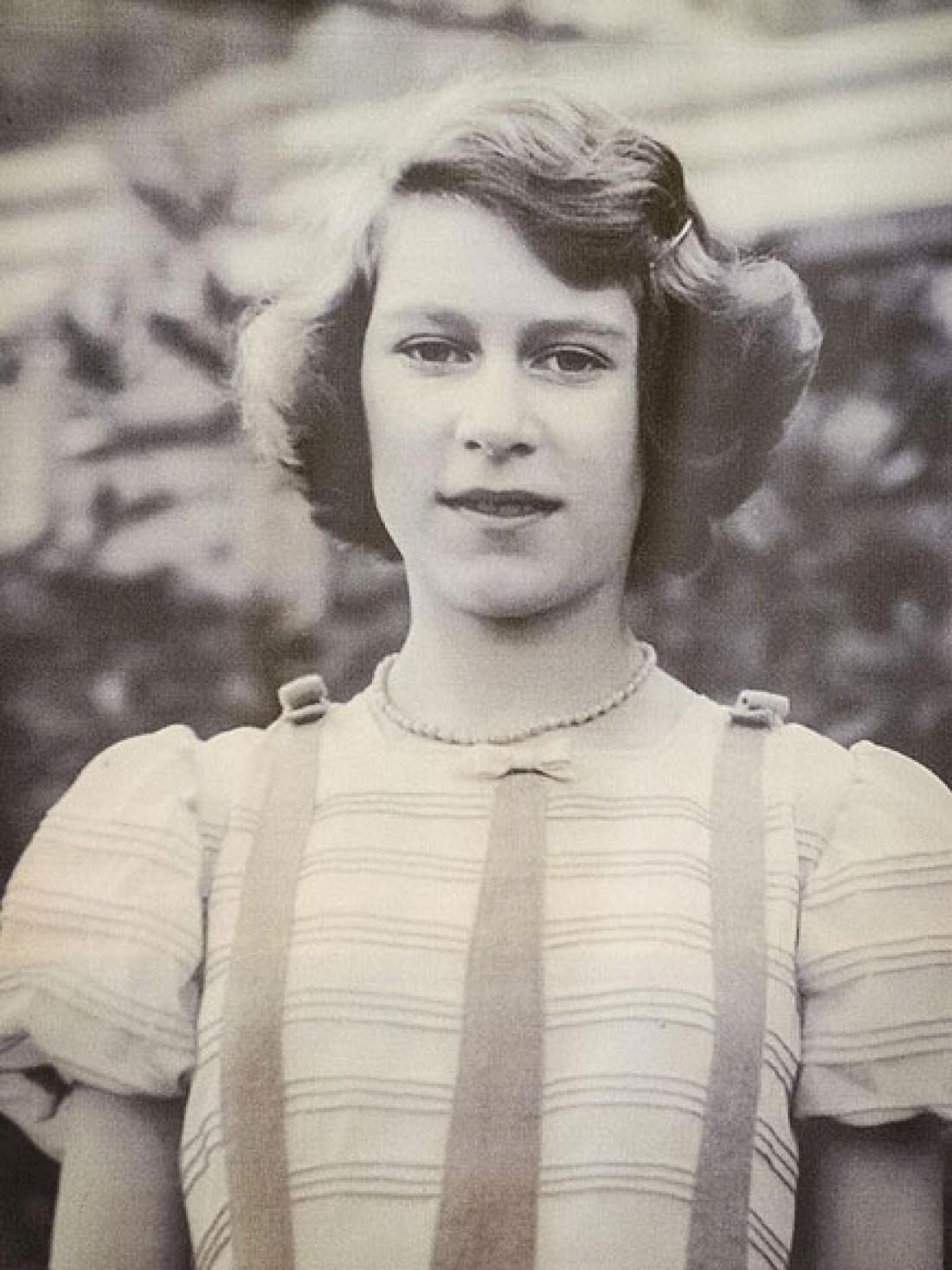 Королева Елизавета II в 13-летнем возрасте