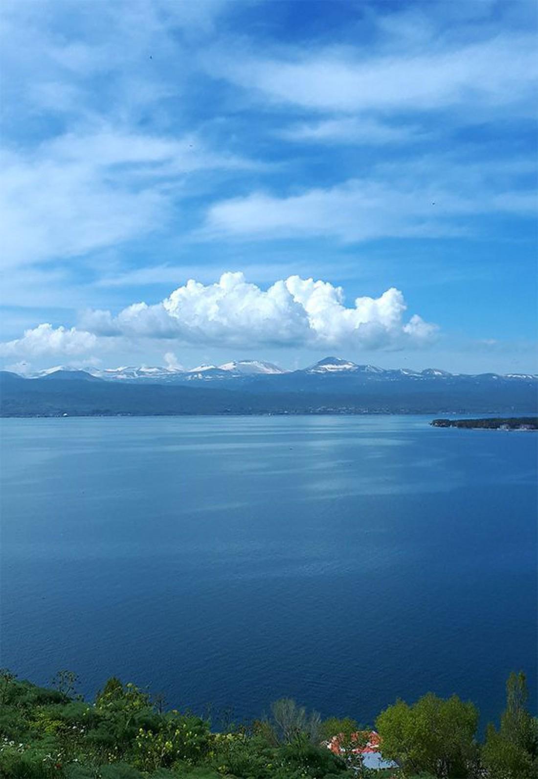 Озеро Севан - самое большое озеро Кавказа