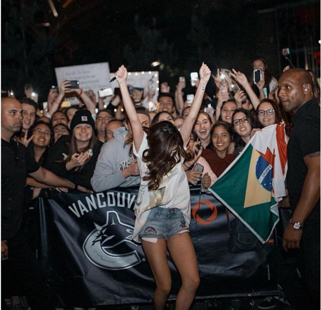 Селена Гомес с фанатами