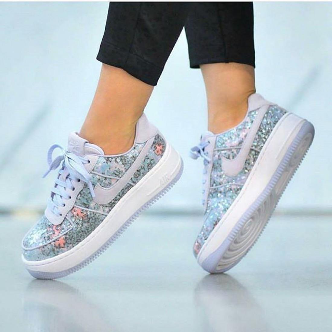 Современный стеклянный башмачок: Nike выпустил кроссовки в честь Золушки Glass Slipper