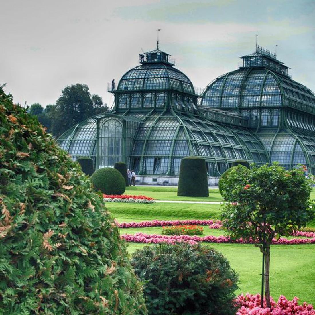 Внутреннее убранство дворца Шенбрунн, а также его сады просто восхитительны в любое время года