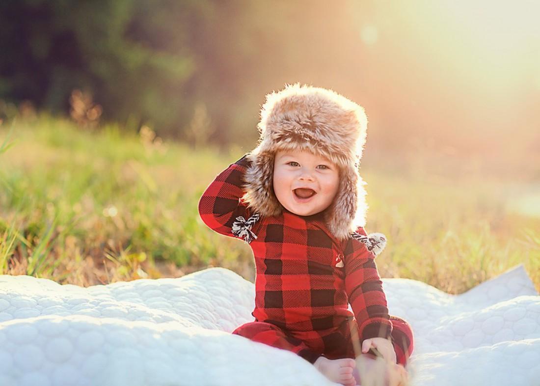 Ребенок в ушанке фото